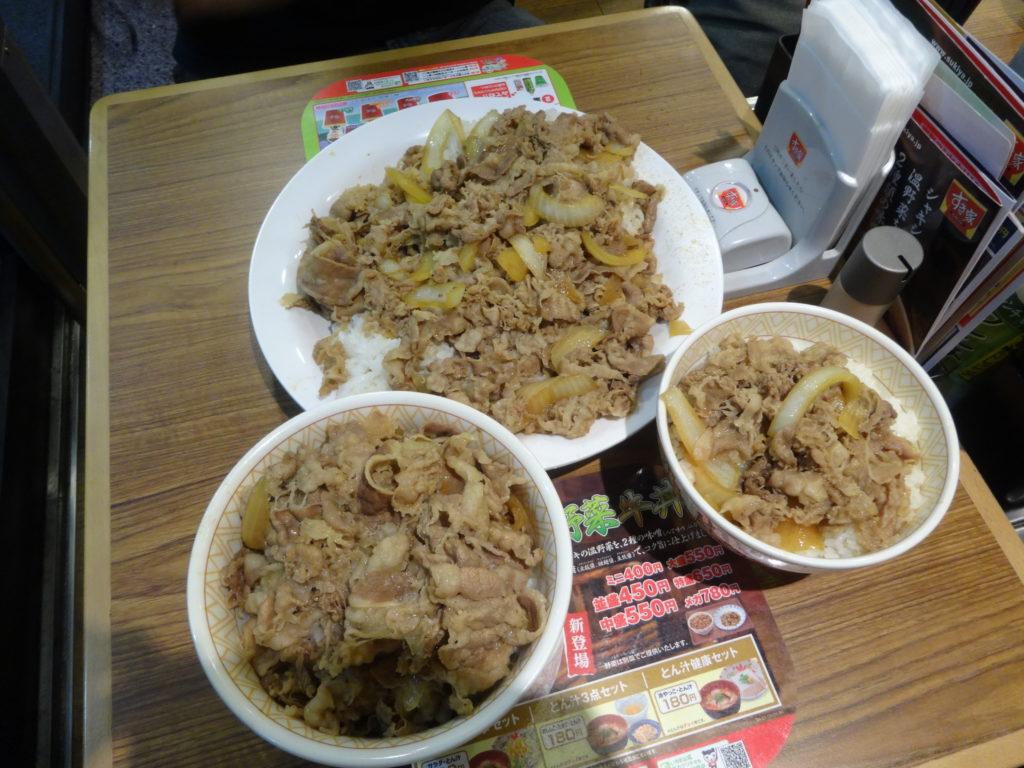 牛丼キングサイズとメガと並