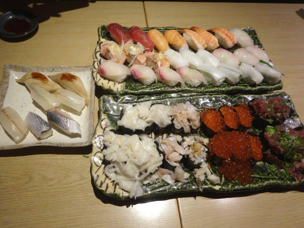 食べ放題のお寿司(まぐろ問屋 十代目 彌左エ門)