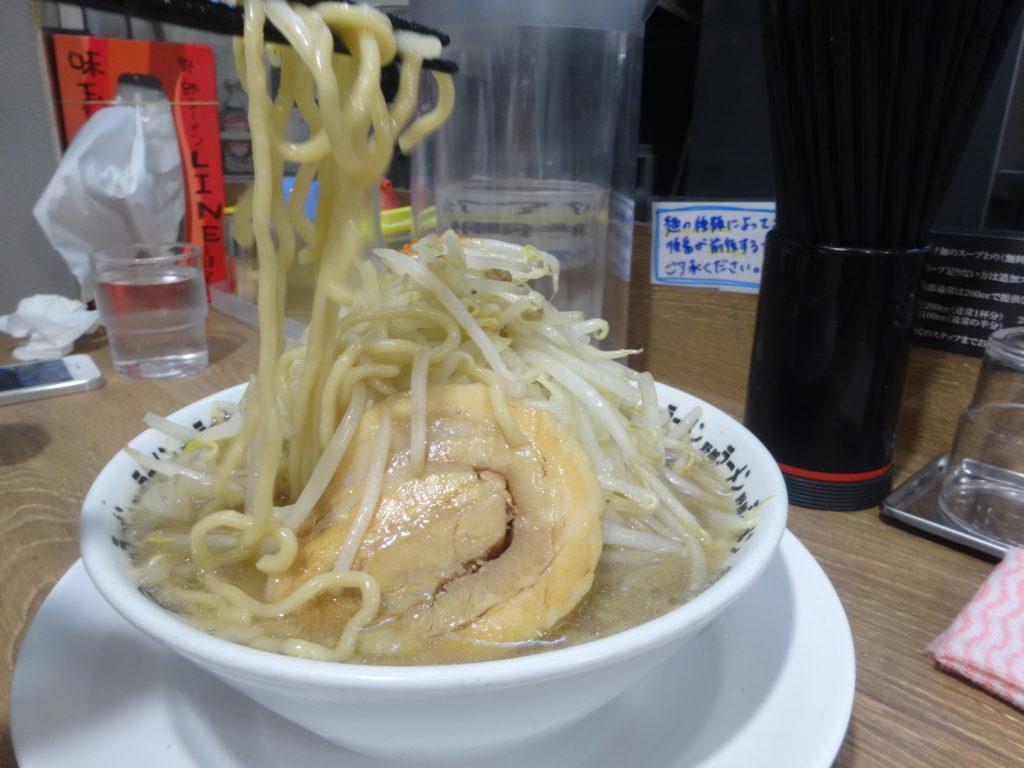 野郎ラーメン 豚骨野郎の麺