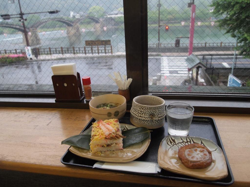 岩国寿司のうどんセット