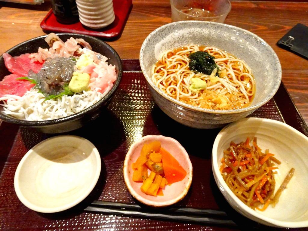 生シラス入り海鮮三色丼 生海苔蕎麦セット