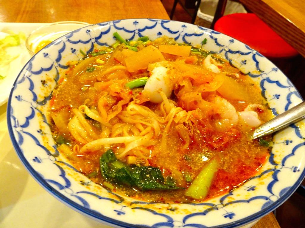 トムヤムクンラーメンの麺