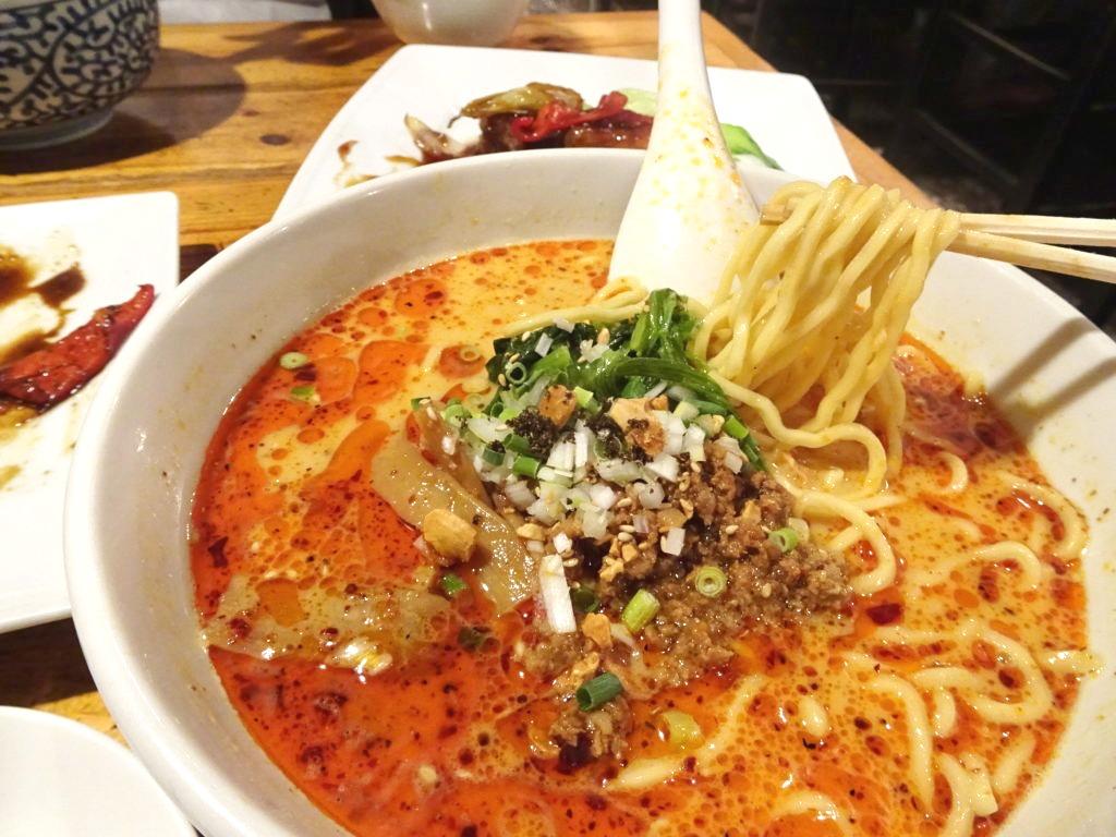 担々麺(辛め)の麺