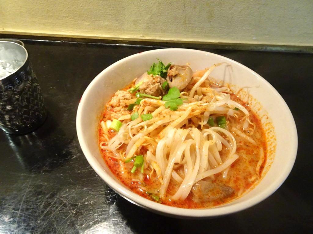 トムヤンクンラーメンの麺