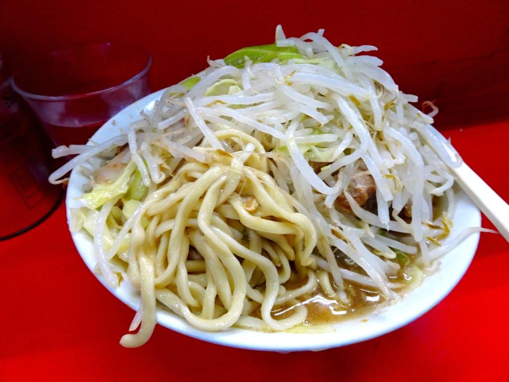 二郎三田本店のラーメンの麺