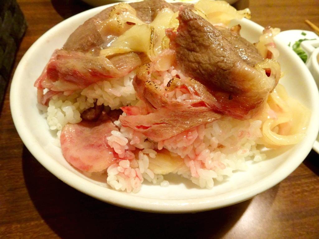 黒毛和牛の炙り丼(限定3食) 1,500円の中