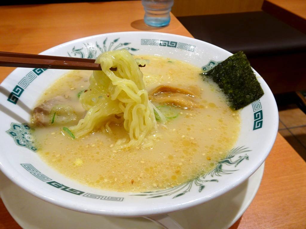 日高屋の豚骨ラーメンの麺