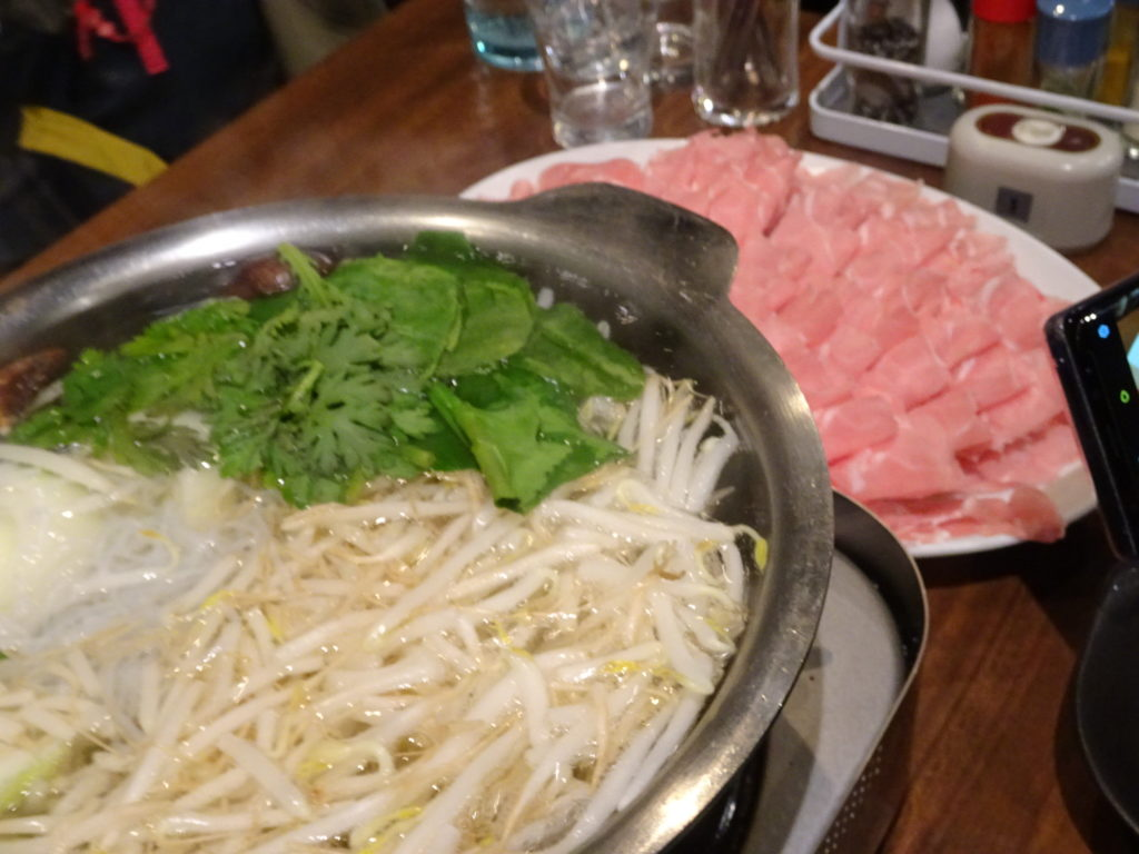 ラムしゃぶの鍋と肉