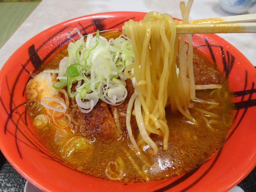 ピリ辛ジャンボチキンパーコー麺の麺