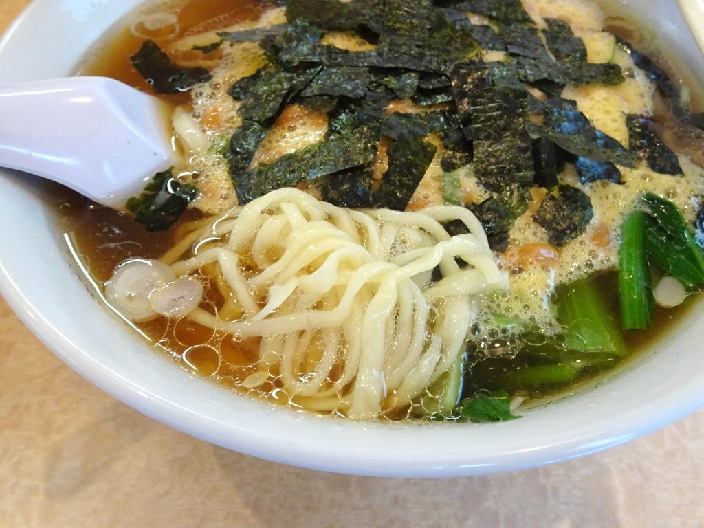 納豆らーめんの麺@佐高