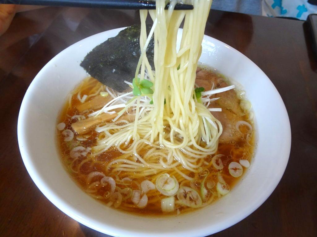 神勢。本郷三丁目 醤油らーめんの麺