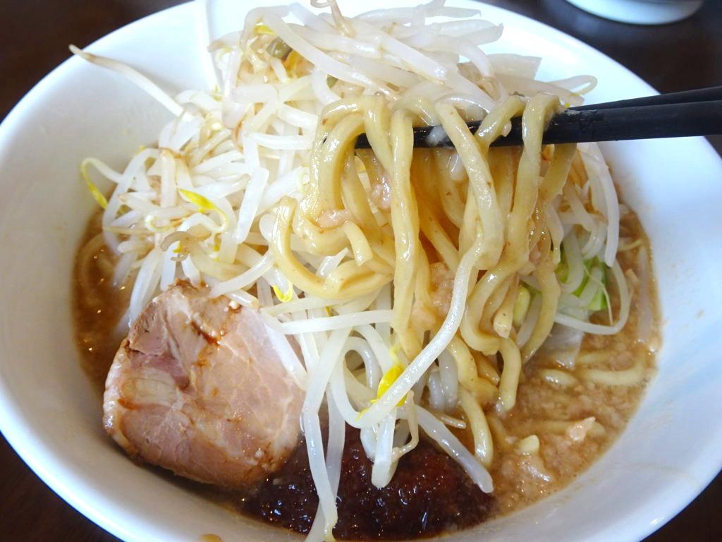 神勢。本郷三丁目 男山ラーメン 麺