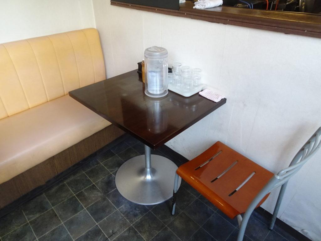 神勢。本郷三丁目 個室のテーブル席