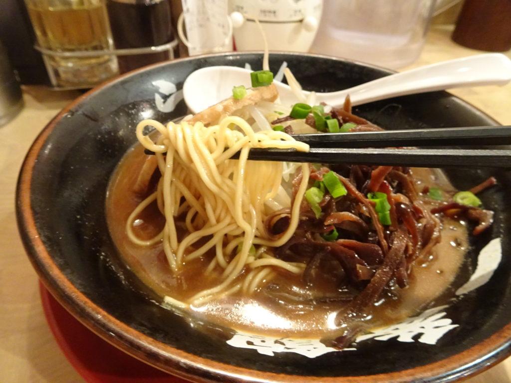 中華食堂 一番館 目黒店 とんこつらぁ麺の麺