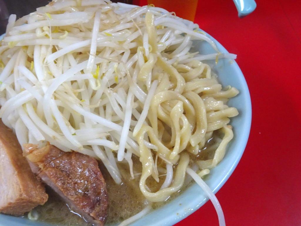 歌舞伎町二郎 ラーメンの麺
