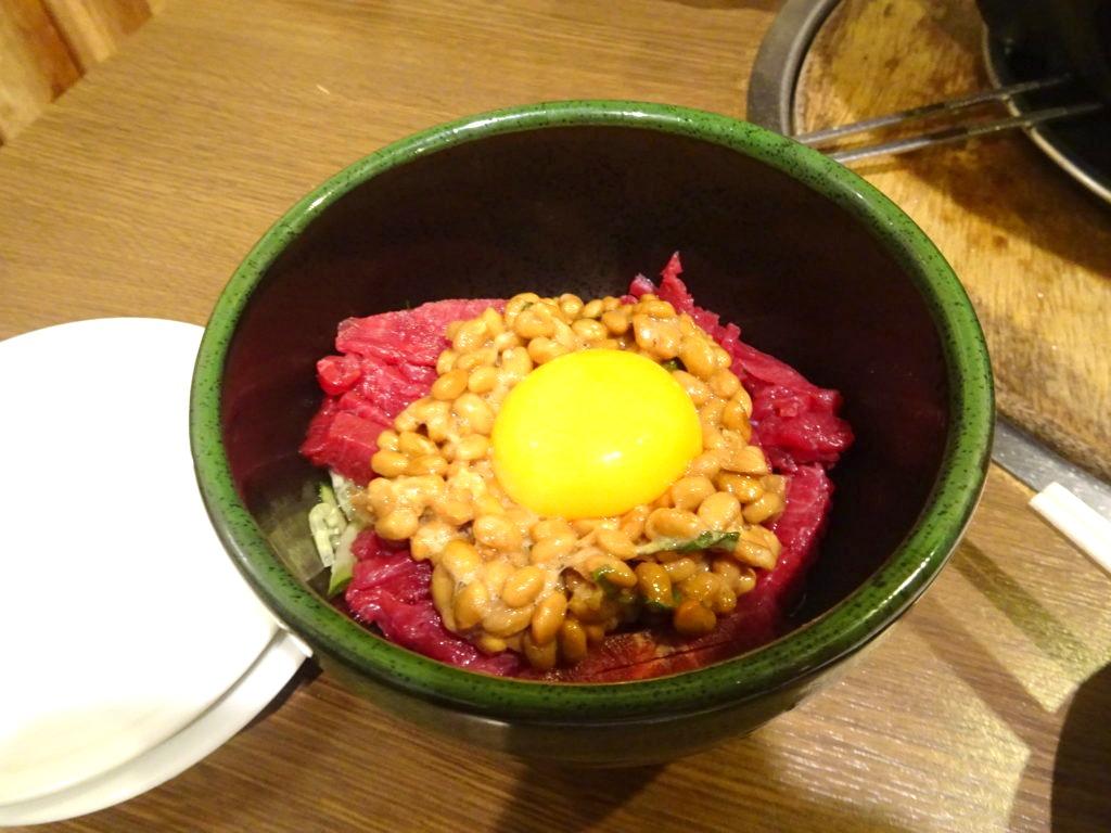 納豆ユッケ(生食用馬肉)