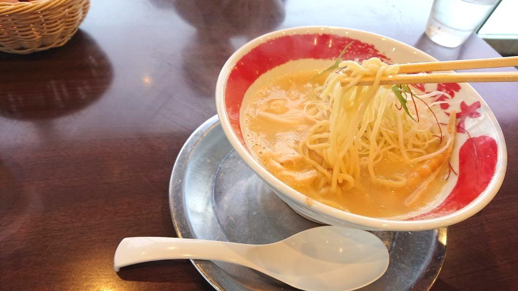 鳴門渦潮 塩とんこつラーメンの麺
