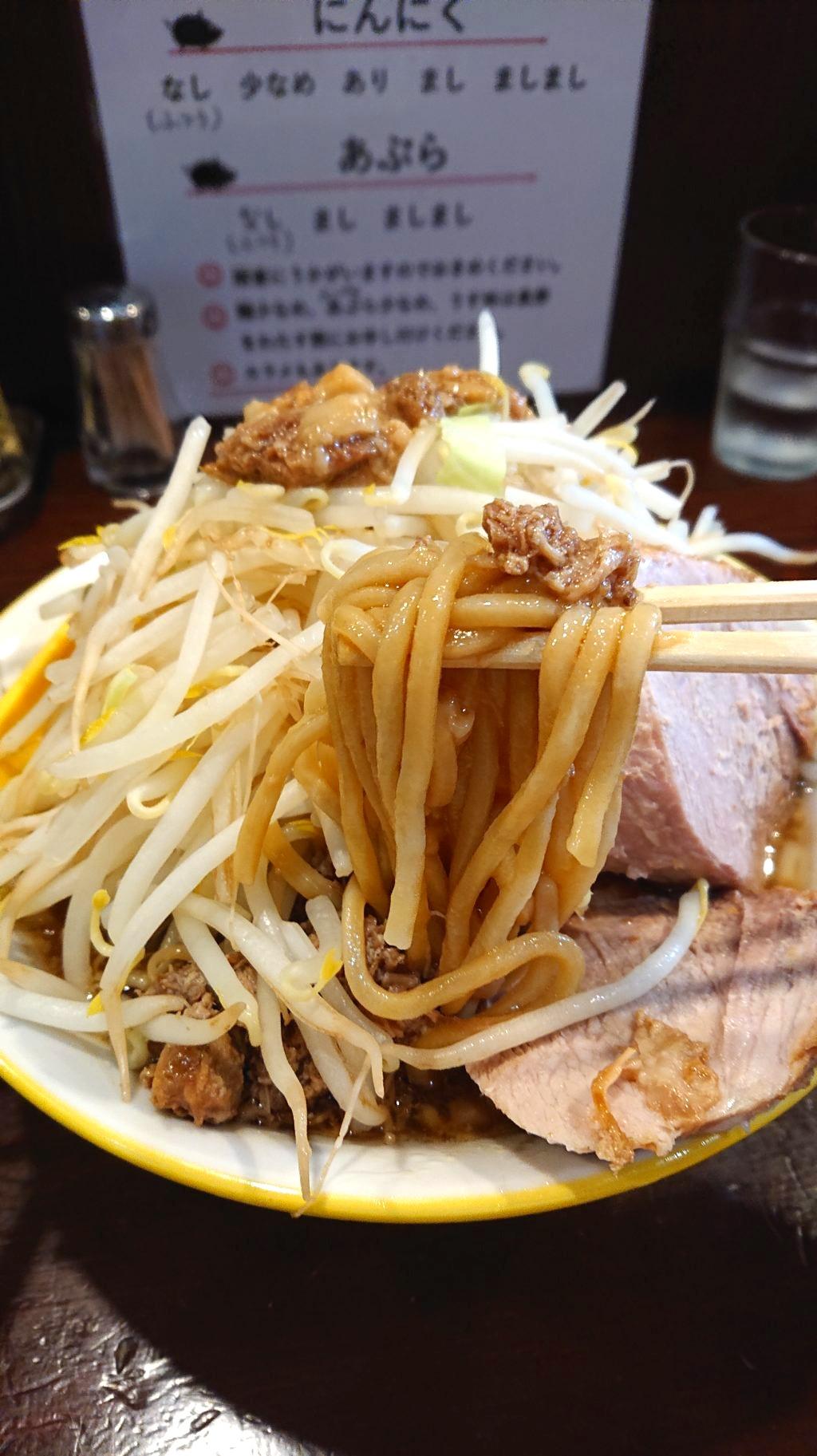 ラーメン イエロー 新宿御苑前店 麺