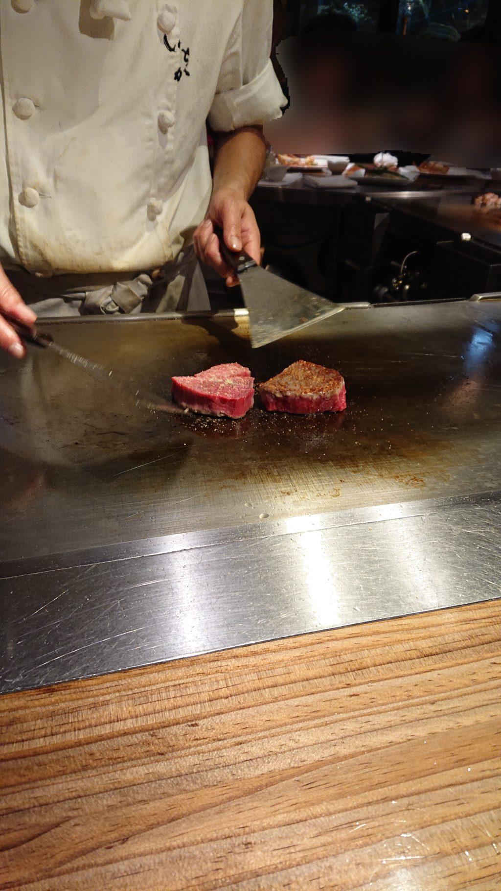 サーロインとフィレ肉の鉄板調理
