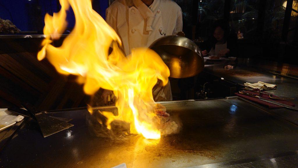 鉄板調理の炎
