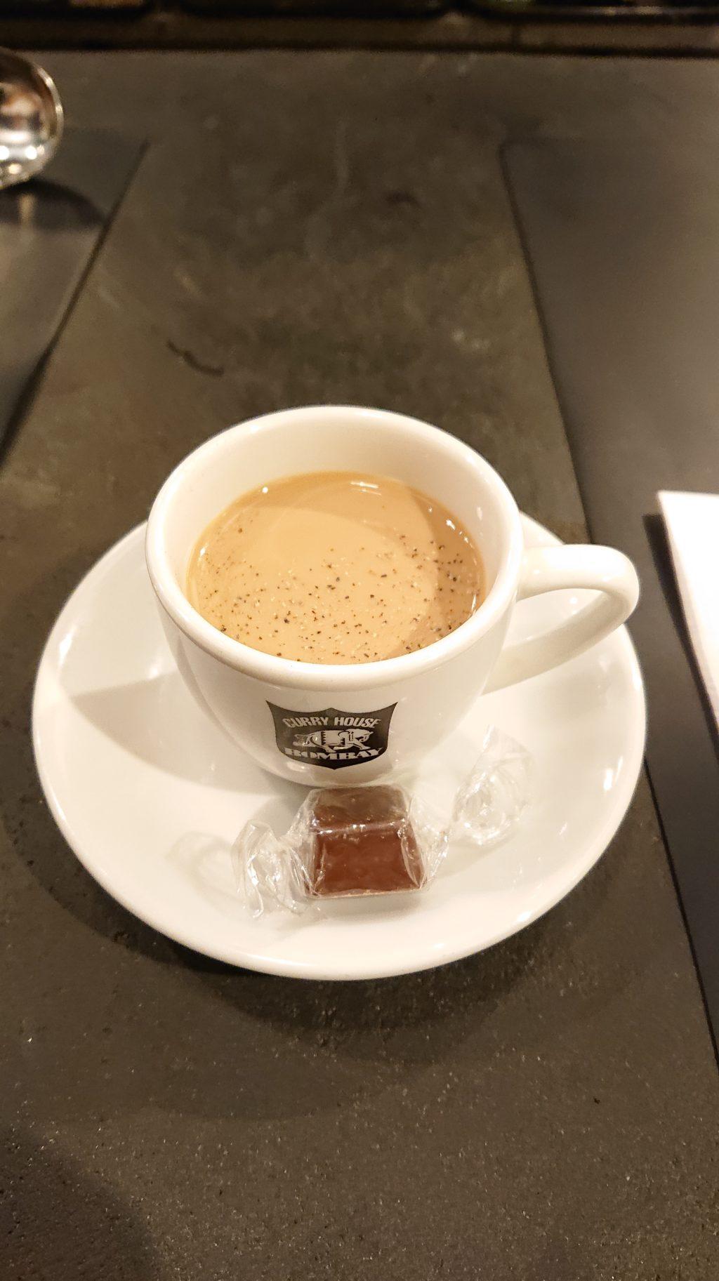 カレーの店ボンベイ 恵比寿店 サービスのお茶とチョコレート