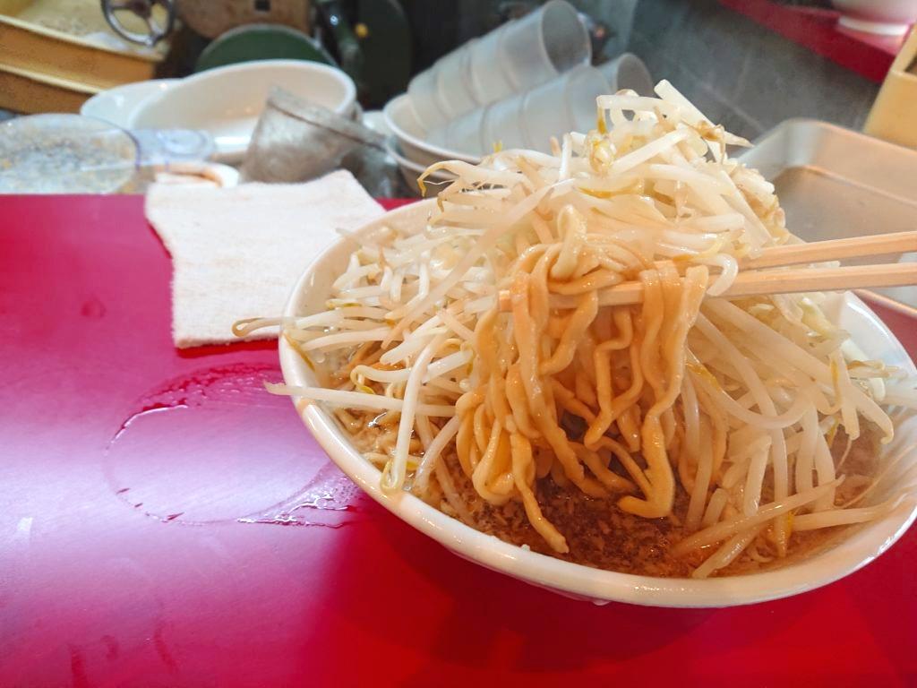 らーめん 526 (こじろう)のラーメンの麺