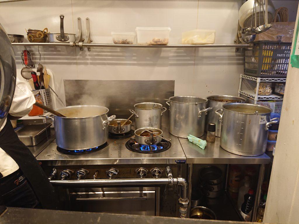 カレーの店ボンベイ 恵比寿店 厨房