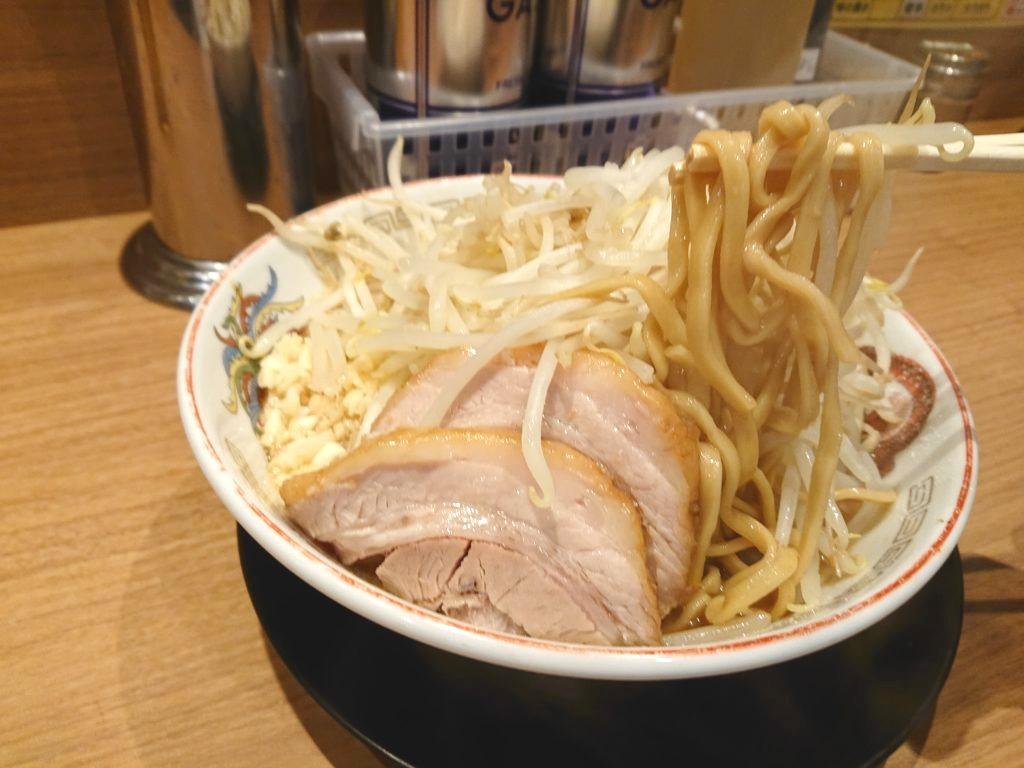 ラーメン豚山 上野店 ラーメンの麺