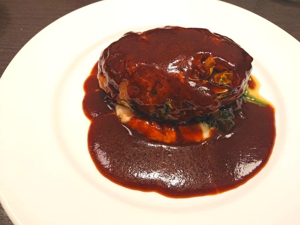 石川亭のキャベツ入りハンバーグ デミグラスソース
