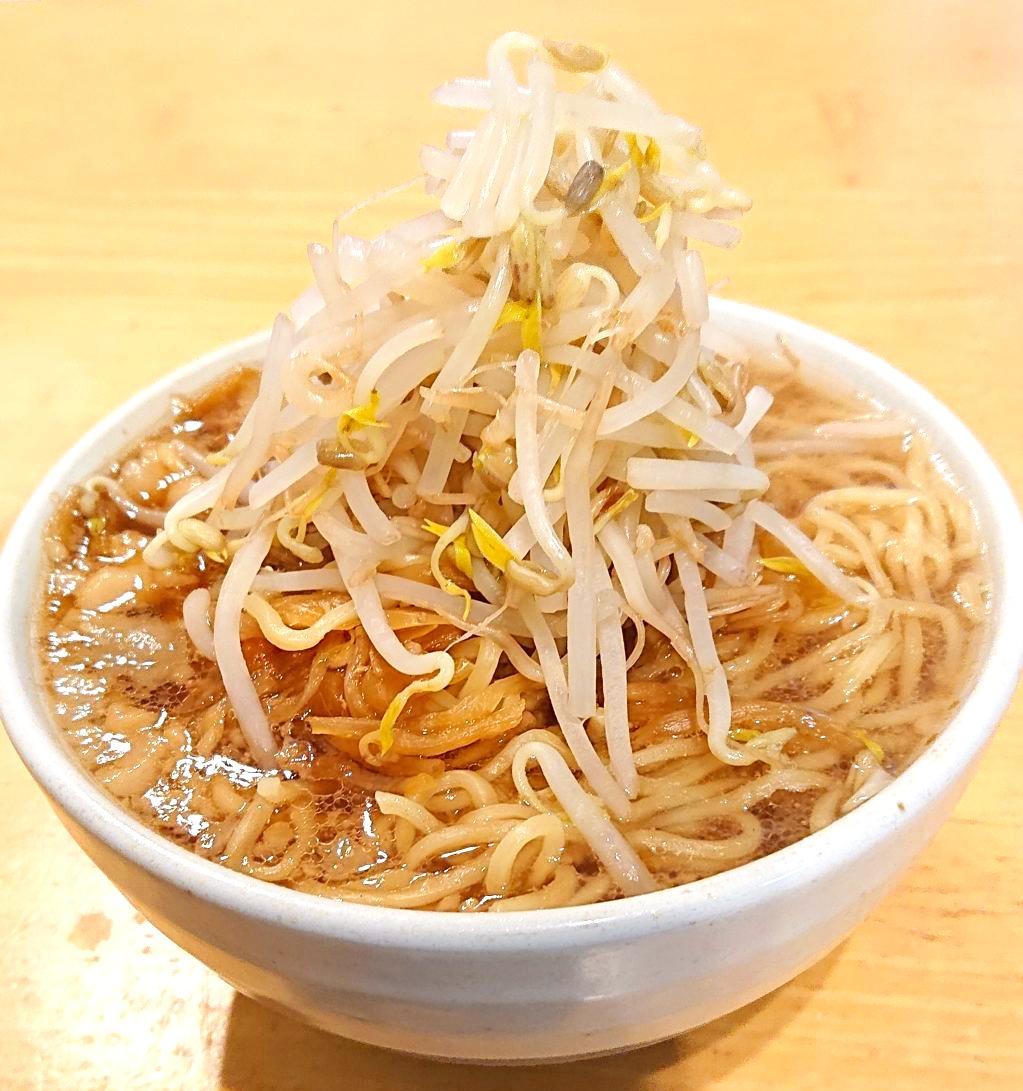 目黒二郎テイクアウト3日目のラーメン 野菜マシ アップの写真