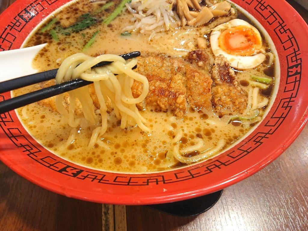 豚骨醤油排骨麺の麺
