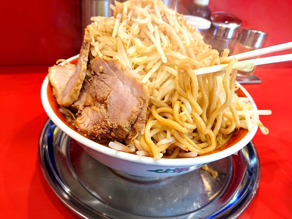 ラーメン タロー 五反田の陣 大ラーメンの麺