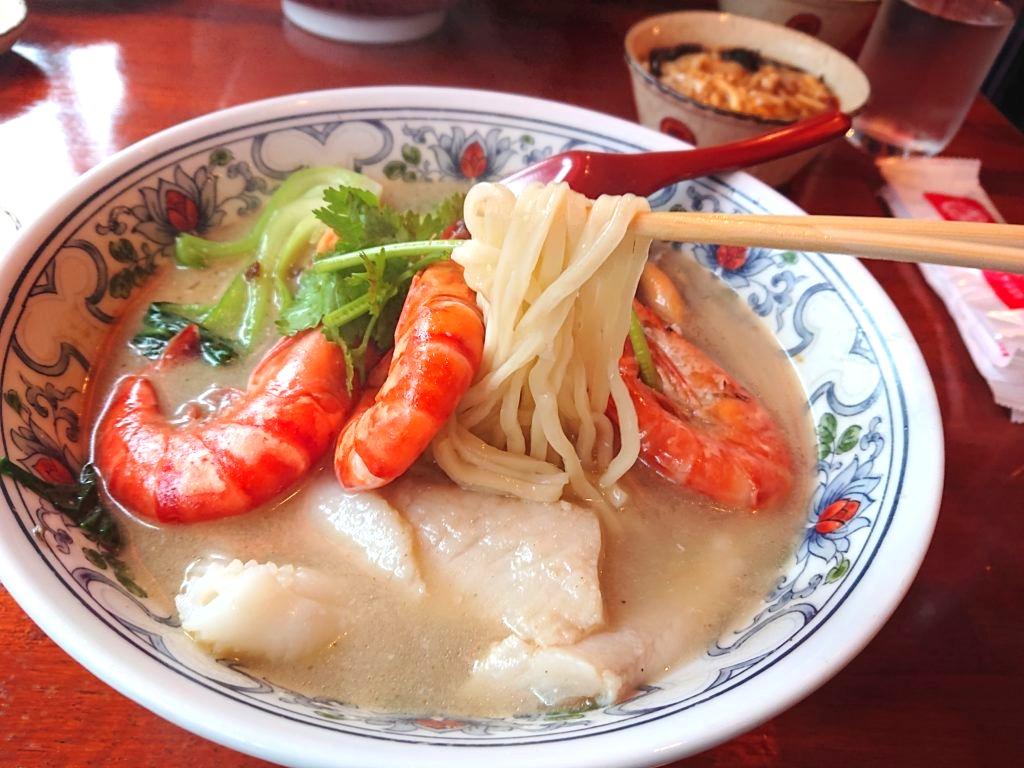 海鮮五目湯麺の麺