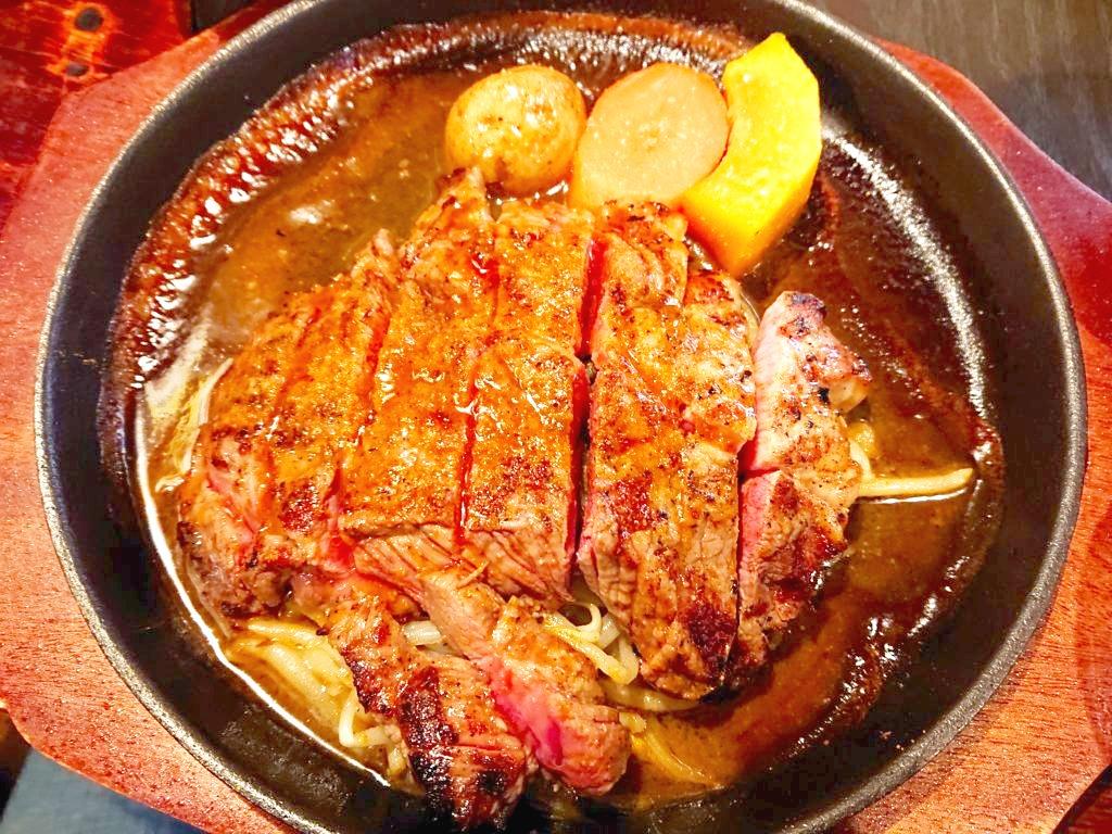 ラムモモステーキ定食の肉