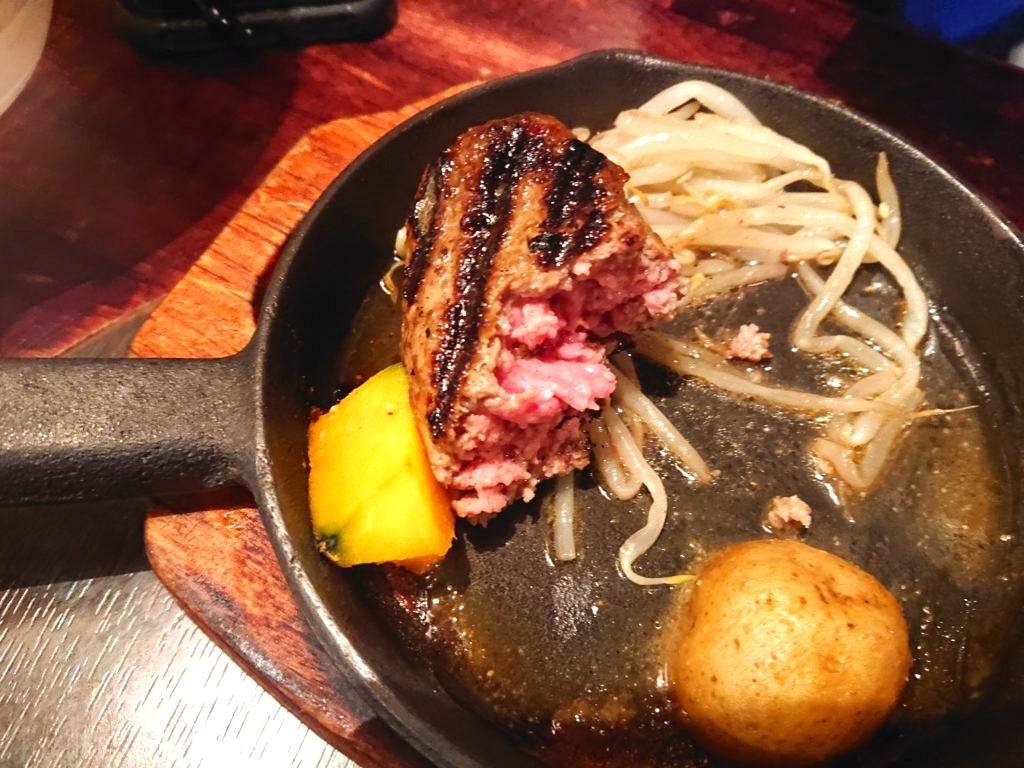 ラムハンバーグ定食のお肉の断面