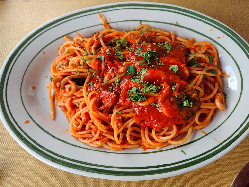 スパゲティ サルデッラ(白魚の唐辛子漬け)のトマトソース