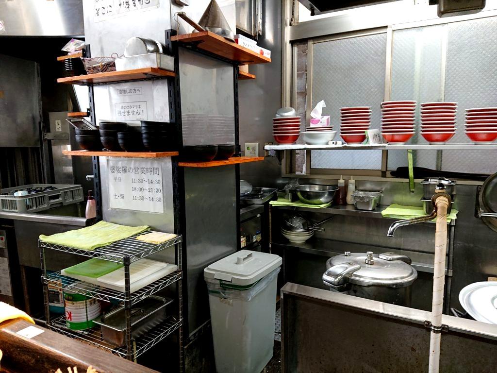 麺屋 婆娑羅 (めんや ばさら) 調理場