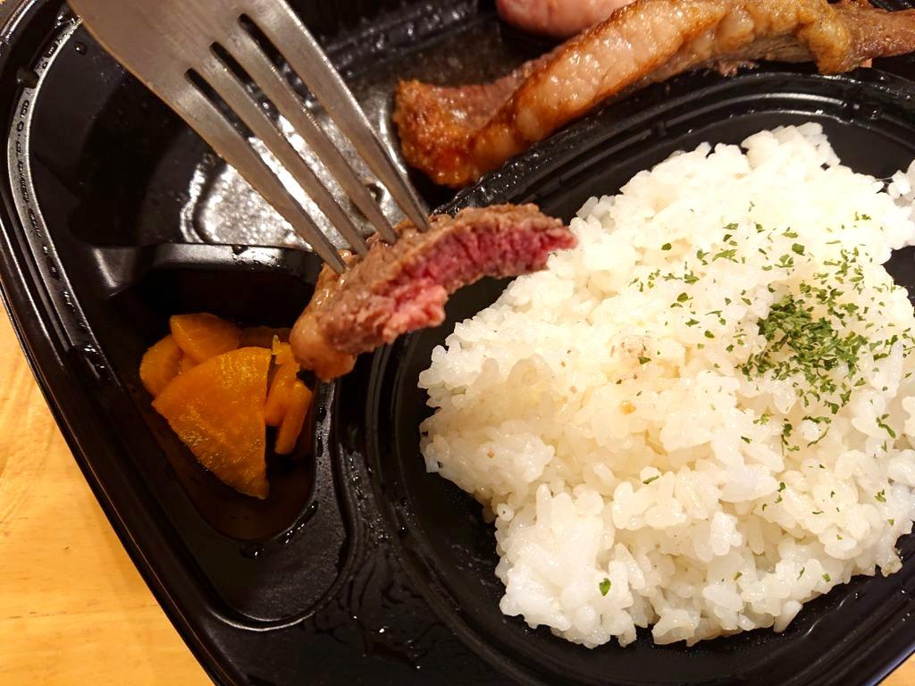 ビーフプレート弁当のお肉の断面
