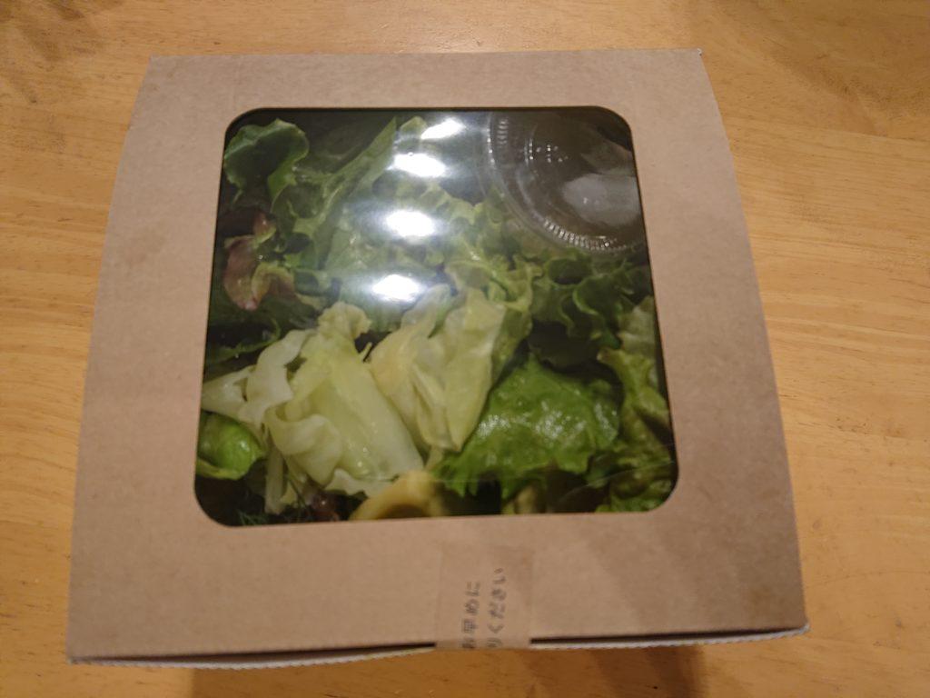 ツナと豆、黒オリーブのサラダとアボカドのグリーンボウルの入れ物