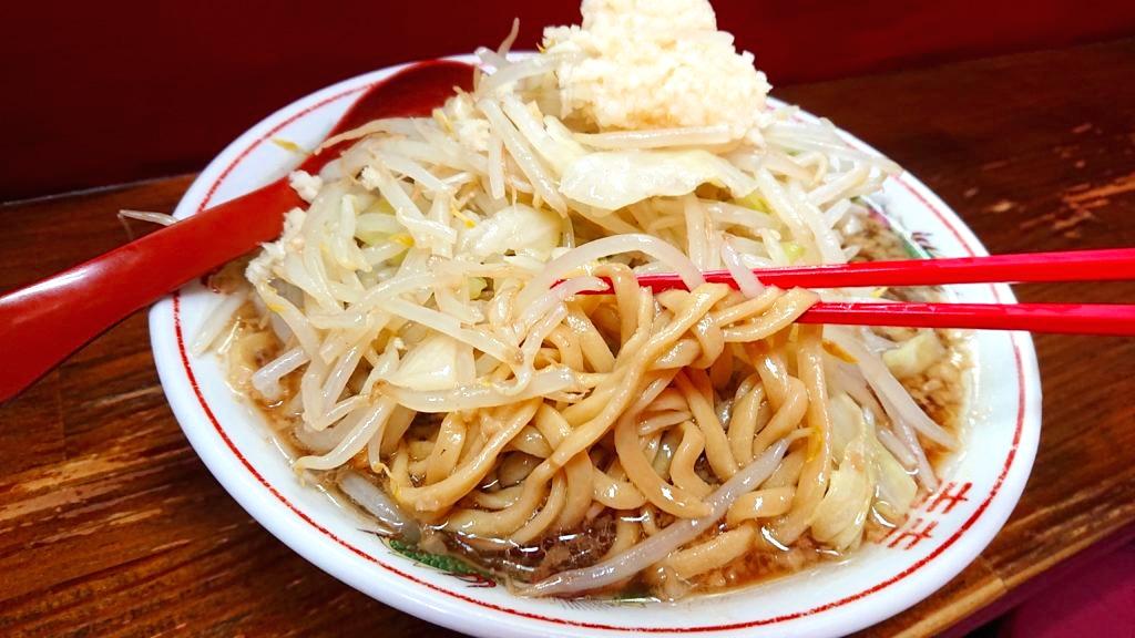 ザ・ラーメンスモールアックス らーめんの麺
