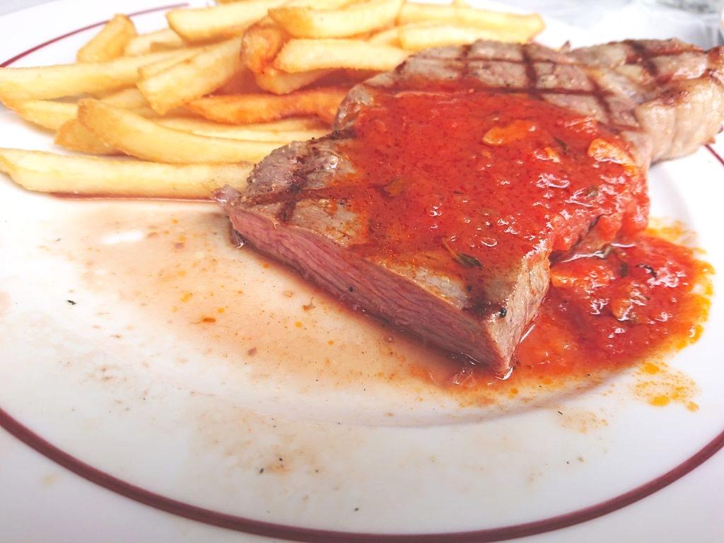 牛サーロインステーキランチのステーキの断面