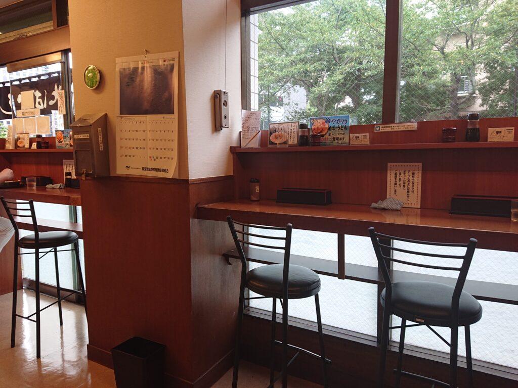 そばよし 神谷町店 店内の椅子