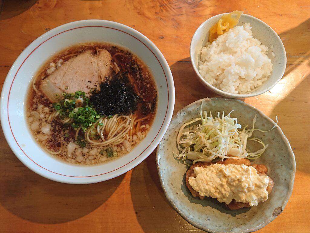 尾道ラーメン+チキン南蛮+ごはん(つけもの付)