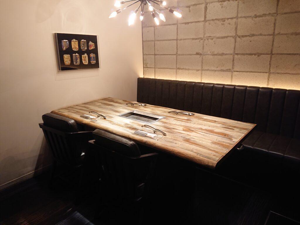代官山焼肉 kintan (キンタン) 店内のテーブル席