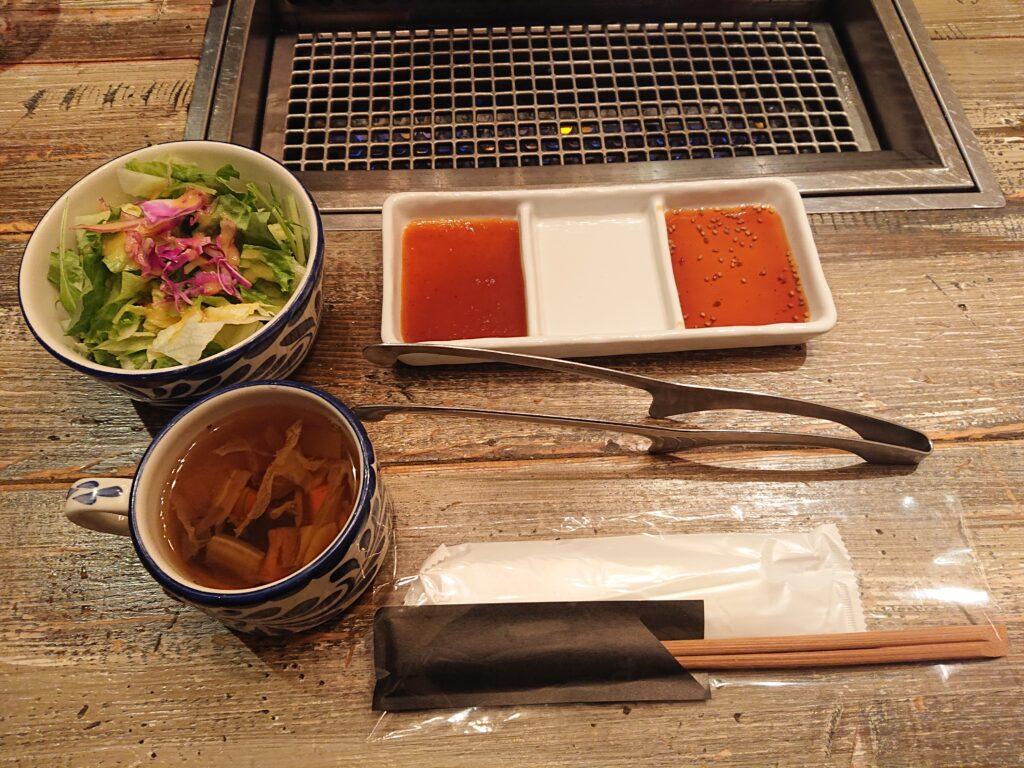 サラダとスープと焼肉のたれ