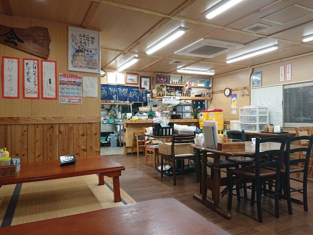 なかま食堂 (ナカマショクドウ) テーブル席