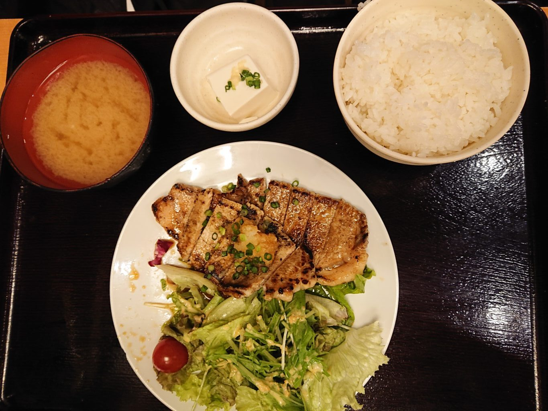 三元豚のロースステーキおろしポン酢 880円