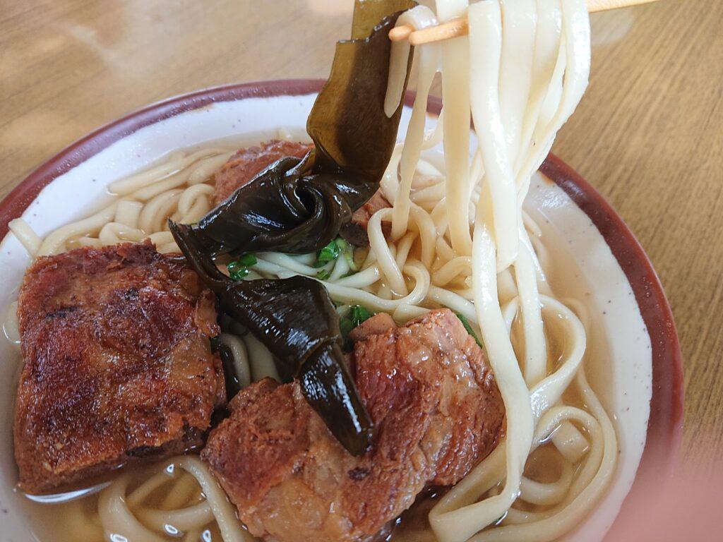 宮里そば (みやざとそば)の麺