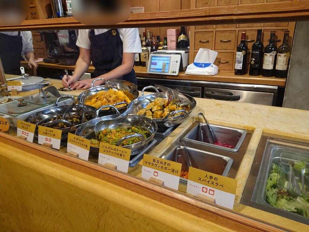 テイクカリー (takeCURRY) お惣菜を選ぶ1