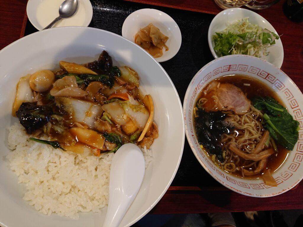 中華丼と半ラーメン定食 880円